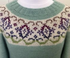 Ravelry: Kaleido-Yoke Sweater pattern by Suz Ryan.love the colurs in this classic knit! Fair Isle Knitting Patterns, Fair Isle Pattern, Sweater Knitting Patterns, Knitting Designs, Knit Patterns, Knitting Yarn, Icelandic Sweaters, Crochet Wool, Pulls