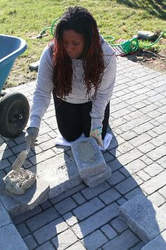 Creating your own paver patio requires one thing - you. See how you can build a perfectly sized paver patio with a built in fire pit. Paver Fire Pit, Fire Pits, Fire Pit Designs, Diy And Crafts, Backyard, Decks, Building, Outdoor Decor, Gardens