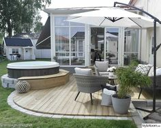 Litet trädäck med spa - Hemma hos Enslagsverklighet Even though historical inside strategy, the pergola Outdoor Rooms, Outdoor Gardens, Outdoor Living, Outdoor Decor, Patio Pergola, Backyard Patio, Interior Exterior, Exterior Design, Garden Inspiration