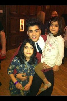 aww, Zayn with his sisters  -H