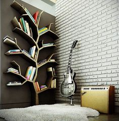 Most bookworms like to accumulate books and that creates the need for bookshelves to store the books. Being married to a bookaholic, I'm always on the lookout for new bookshelf ideas. In thi…
