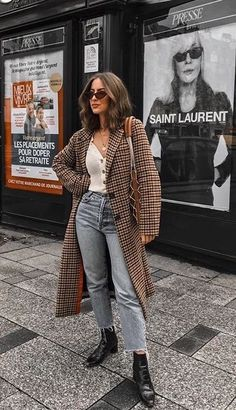 Fall Street Style Outfits to Inspire Herbst Streetstyle Mode / Fashion Week Week Street Style Outfits, Look Street Style, Autumn Street Style, Mode Outfits, Winter Fashion Street Style, Street Outfit, Fall Street Styles, Autumn Style, Casual Outfits