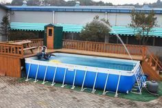Pool fencings are excellent for personal privacy and security. Yet you can still have a good time setting up your pool fence. Below are 27 Amazing pool fence ideas! Intex Above Ground Pools, Above Ground Pool Landscaping, Above Ground Swimming Pools, In Ground Pools, Deck Ideas For Above Ground Pools, Pool Pool, Swimming Pool Decks, Intex Pool, Pool Backyard