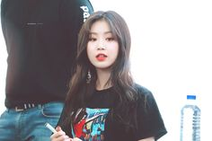 Soojin (credits to owner) Kpop Girl Groups, Korean Girl Groups, Kpop Girls, Soo Jin, Cube Entertainment, Soyeon, Extended Play, Every Girl, Pop Group