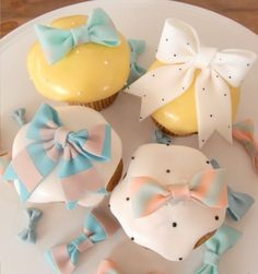 アイシングクッキー&ケーキ Thumb and Cakes shared by chisato Bow Cupcakes, Yummy Cupcakes, Sweet Cupcakes, Fondant Cookies, Cupcake Cookies, Cake Pops, Cupcake Pictures, Cupcake Heaven, Beautiful Cupcakes