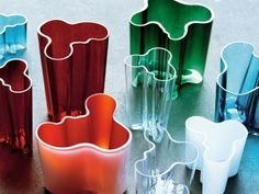 The Aalto Vase, also known as the Savoy Vase, is a world famous piece of glassware and an iconic piece of Finnish design created by Alvar Aalto and his wife . Alvar Aalto, Helsinki, Ikebana, Apple Genius Bar, Glass Design, Design Art, Vases, Hand Blown Glass, Scandinavian Design