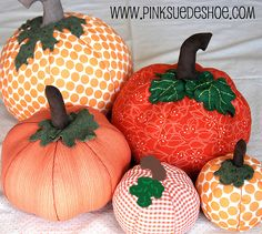Fall Pumpkins Tutorial | pinksuedeshoe Comes with printable patterns for pumpkin, stem and leaves.  Yes!