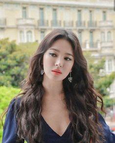 송혜교 · Song Hye Kyo Songsong Couple, Song Hye Kyo, K Beauty, Actor Model, Korean Actresses, Beautiful People, Singer, Kpop, Actors