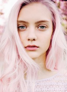 Pink pastel hair - I wish I could get my eyes to look look like hers. Like the hair as well.