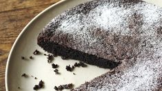 Saftig sjokoladekake med olivenolje Food Styling, Comfort Food, Nigella, Free Food, Panna Cotta, Bakery, Cooking Recipes, Pudding, Bbc