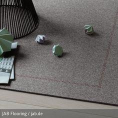 Filzteppiche gibt es mittlerweile in allen Formen und Farben. Dieser elegante, graue Teppich aus Filz passt durch sein universelles Design in nahezu jedes Zimmer! #carpet #filz #bodenbelag #inspiration #interior
