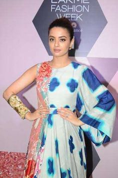 Elegant Surveen Chawla sparkles in 'GARO' by Priyangsu & Sweta's creation at Lakme Fashion Week S/R 2016 - Curtain Raiser