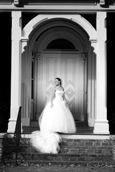 Vera Wang bridal gown. Bridal photograph for Parker Dunn by Ken Robinson Photography at The Oaklands, Murfreesboro,Tn.