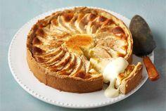 Omena-juustokakku ✦ Uunissa paistettava juustokakku yhdistää pirteän sitruunan…