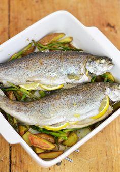 Het stond eerlijk gezegd best al een tijdje op mijn 'bucketlist' om een hele vis in de oven klaar...