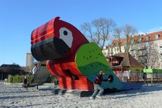 Monstrum Giant Parrot Playground