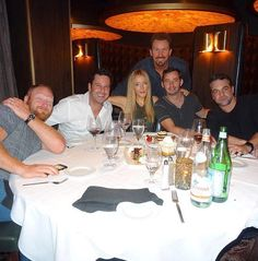 Mac Brandt, Jonathan Silverman, Jennifer Finnigan, Jeremy Cohenour, Chris McKenna and the D Executive Richard Wilk (back row) at Andiamo Italian Steakhouse in the D Casino Hotel (Photo credit: the D Casino Hotel)