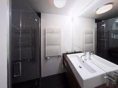 Čierno-biela kúpeľňa Bathtub, Bathroom, Standing Bath, Bath Room, Bath Tub, Bathrooms, Bathtubs, Bath, Bathing