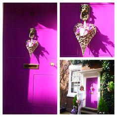 How cute is this #door?   Quem mais amou essa #porta?  #bridgnorth #weheartit #trip #england #countryside #family #decor