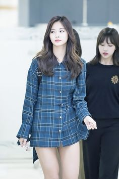 arrived at the Gimpo International Airport in Gangseo-gu, Seoul on the afternoon of the afternoon. Cute Girl Photo, Cool Girl, Korean Beauty, Indian Beauty, Tzuyu Body, Twice Tzuyu, Cute Asian Girls, Extended Play, Beautiful Asian Women
