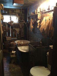 Ideas For Bathroom Country Farmhouse Tubs Cabin Bathrooms, Primitive Bathrooms, Country Bathrooms, Country Farmhouse Decor, Country Primitive, Primitive Decor, Primitive Gatherings, Amazing Bathrooms, Heavens