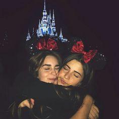 picture idea for disney Cute Disney Pictures, Bff Pictures, Disneyland Trip, Disney Trips, Disney Parks, Best Friend Pictures, Friend Pics, Best Friend Goals, Selfie