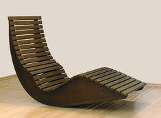 Форма кресла-качели из фанеры может варьироваться, декор зависит о вашей фантазии