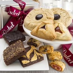 Free Giveaway: Dulcet  Brownie and Cookie Combo Gift Basket   Enter Here: http://www.giveawaytab.com/mob.php?pageid=492937447431235