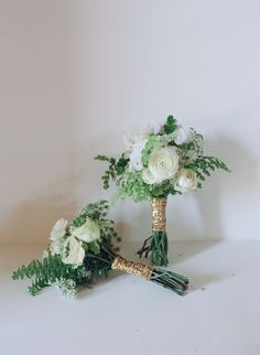 Green & Ivory Bouquet with Ferns, Ranunculus Blossoms, & Glittering Gold Ribbon   Photography: Elizabeth Messina. Read More: http://www.insideweddings.com/weddings/farmers-market-inspired-cocktail-hour-shabby-chic-reception/538/
