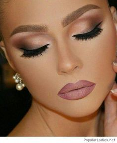 36 Hochzeit Make-up sucht nach jeder Braut, um sich abzuheben 36 Wedding Makeup Looks For Every Bride To Stand Out That wedding is coming soon and you need some ideas for wedding makeup looks. you've surely got plenty on your plate to deal with. Wedding Makeup Tips, Wedding Nails For Bride, Bride Nails, Prom Makeup, Wedding Hair And Makeup, Eye Makeup, Hair Makeup, Makeup For Brides, Bridesmaid Makeup