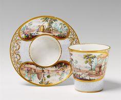 A Vincennes or Sèvres porcelain cup and saucer. - Auktionshaus Lempertz