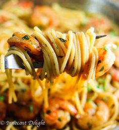Easy Shrimp Scampi Spaghetti - easiest, most delicious dinner ever. My family absolutely loves it - innocentdelight.com