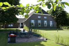 verhuur van 2 luxe appartementen. www.hofvanlenthe.nl
