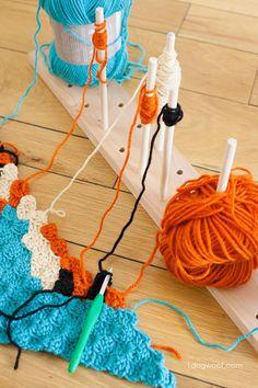 A modular crochet bobbin holder can keep your crochet project organized… Crochet Tools, Crochet Chart, Diy Crochet, Crochet Stitches, Crochet Projects, Diy Yarn Holder, Spool Holder, Sewing Dress, Yarn Organization