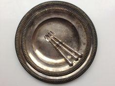 pyöreä koristereunainen metallivati . halkaisija 30 cm . #kooPernu
