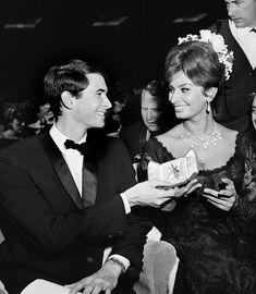 Sophia and Tony Perkins Anthony Perkins, Old Money, Living Legends, Sophia Loren, I Love Him, Famous People, Diva, Best Friends, Hollywood