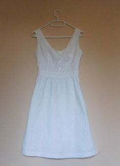 Kup mój przedmiot na #vintedpl http://www.vinted.pl/damska-odziez/krotkie-sukienki/15957037-fat-face-biala-letnia-sukienka-haft-36