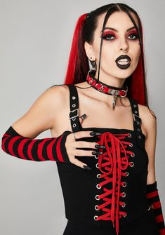 Rockabilly, Princesa Emo, Gothic Punk Fashion, Hot Goth Girls, Gothic Girls, Red Dolls, Lace Up Tank Top, Bustier Top, Black Crop Tops