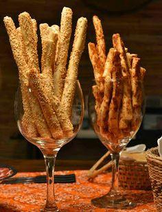 palitinhos de gergelim, servidos em taças.. Coffee Break, Happy Hour, Finger Foods, Open House, Bacon, Food And Drink, Yummy Food, Snacks, Dinner
