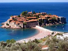 Record visits at Sveti Stefan: Villa Milocer fully booked http://www.cdm.me/english/record-visits-at-sveti-stefan-villa-milocer-fully-booked
