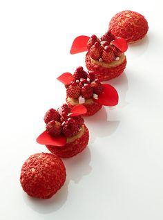 Christophe Michalak discovered by Ʈђἰʂ Iᵴɲ'ʈ ᙢᶓ Fancy Desserts, Gourmet Desserts, Plated Desserts, Dessert Recipes, Choux Pastry, Pastry Art, Dessert Presentation, Eclairs, Profiteroles