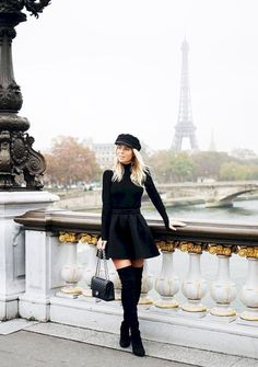 The Outfit Trick Stylish Girls Are Stealing From David Beckham casquette gavroche, cuissardes, jupe patineuse, pull col roulé Winter Mode Outfits, Winter Dress Outfits, Outfits With Hats, Winter Fashion Outfits, Look Fashion, Girl Fashion, Womens Fashion, Fashion 2018, Europe Fashion