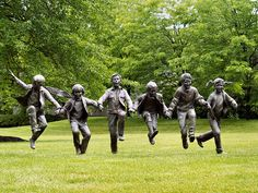 """Puddle Jumpers"" bronze sculpture by Glenna Goodacre at Byer's Choice Sculpture Garden in Chalfont, PA - photo by Michael Kendrick (fundraz34), via Flickr"