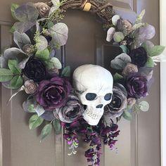 Spooky Halloween, Halloween Door Wreaths, Halloween Door Decorations, Theme Halloween, Outdoor Halloween, Holidays Halloween, Halloween Halloween, Halloween Skeletons, Vintage Halloween