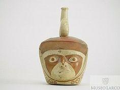 Botella gollete asa estribo escultórica huaco retrato de personaje con turbante con diseños geométricos de c�rculos y puntos, y pintura faci...