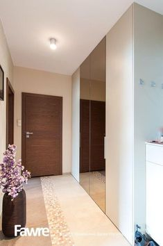 Hallway – Home Decor Designs Home Id, Love Home, Hallway Designs, Closet Designs, Shutter Designs, Studio Living, House Entrance, Dream House Plans, Home Pictures