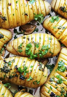 Hasselbackpoteter med urter Food Inspiration, Sweet Potato, Food And Drink, Keto, Baking, Ethnic Recipes, Siri, Foods, Board