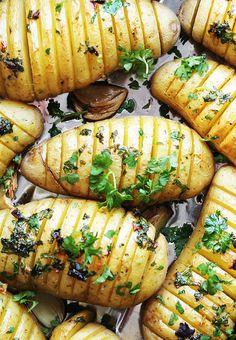 Hasselbackpoteter med urter Food Inspiration, Sweet Potato, Vegan Recipes, Food And Drink, Keto, Baking, Ethnic Recipes, Siri, Foods