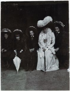 Empress Alexandra Romanov with her daughters.