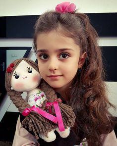Cute Little Baby Girl, Cute Girl Face, Cute Young Girl, Little Doll, Cute Babies, Baby Mädchen Mobile, Cute Baby Girl Wallpaper, Cute Baby Girl Pictures, Cute Kids Photography